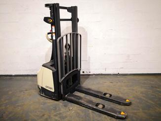 Stacker com condutor a pé Crown WF3000-1.0FT - 6