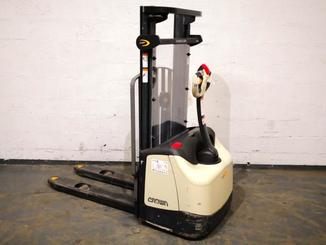 Stacker com condutor a pé Crown WF3000-1.0FT - 1