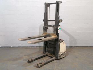 Stacker com condutor a pé Crown WF3000 - 6