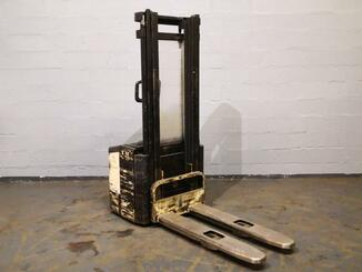 Stacker com condutor a pé Crown WE2000 - 4