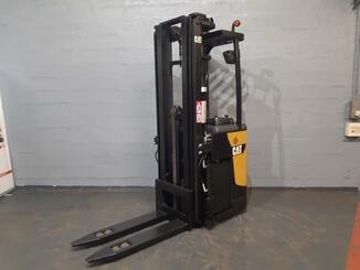 Stacker com condutor transportado Caterpillar NSR20N - 9